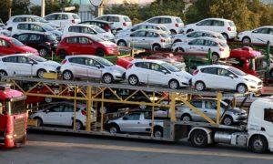 مجوز فعالیت واردکنندگان متخلف خودرو باطل شود