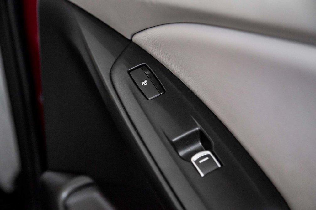 جدال سامورایی های 2018: هوندا آکورد در برابر تویوتا کمری carera.ir 2018 Honda Accord interior door panel 02 compressed