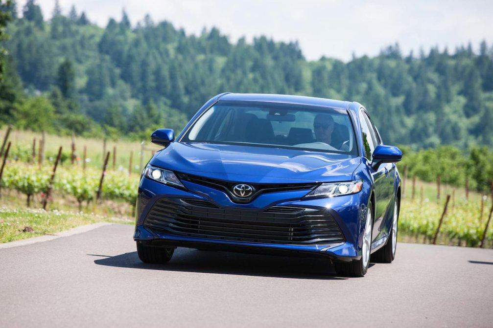 جدال سامورایی های 2018: هوندا آکورد در برابر تویوتا کمری carera.ir 2018 Toyota Camry LE front end compressed