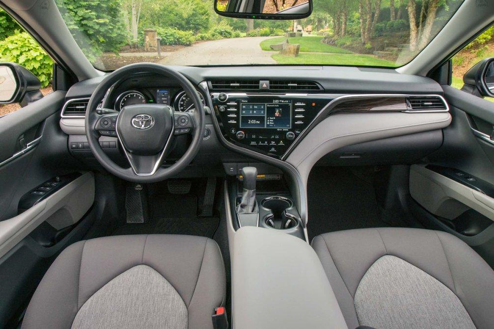 جدال سامورایی های 2018: هوندا آکورد در برابر تویوتا کمری carera.ir 2018 Toyota Camry LE interior compressed
