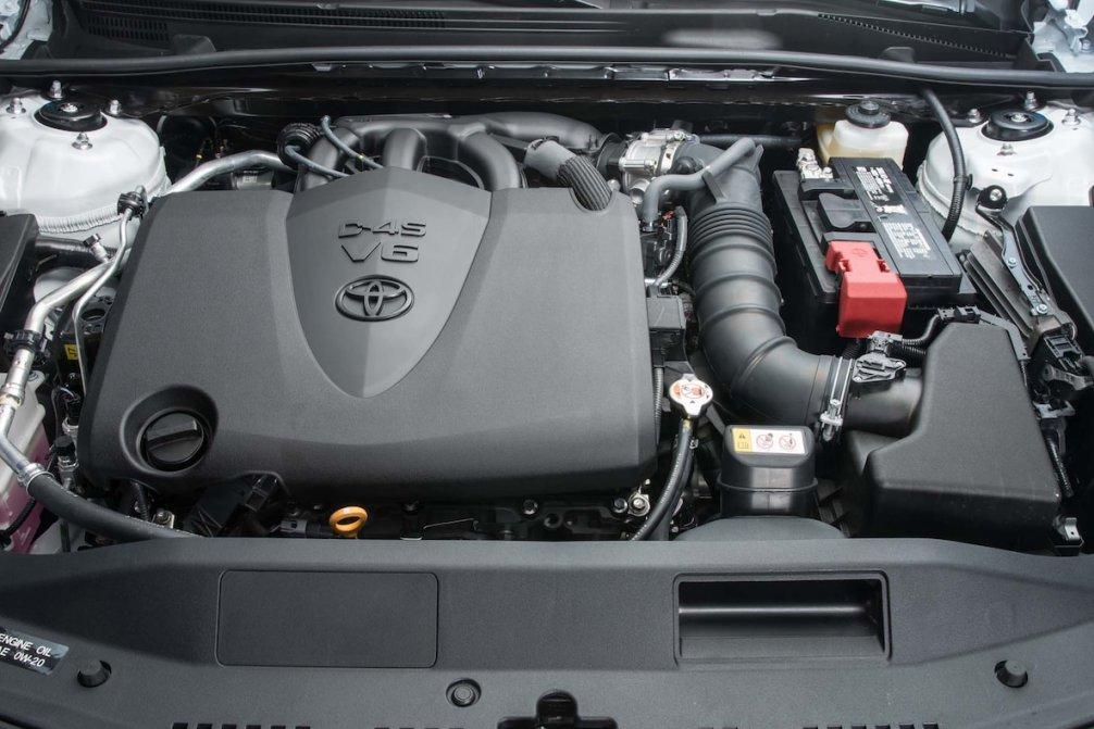جدال سامورایی های 2018: هوندا آکورد در برابر تویوتا کمری carera.ir 2018 Toyota Camry XLE engine 02 compressed