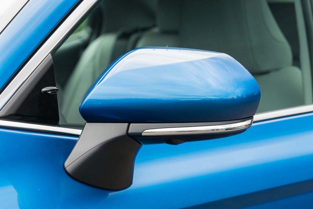 جدال سامورایی های 2018: هوندا آکورد در برابر تویوتا کمری carera.ir 2018 Toyota Camry XSE side mirror compressed