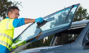 ترمیم و تعویض شیشه ترک خورده خودرو