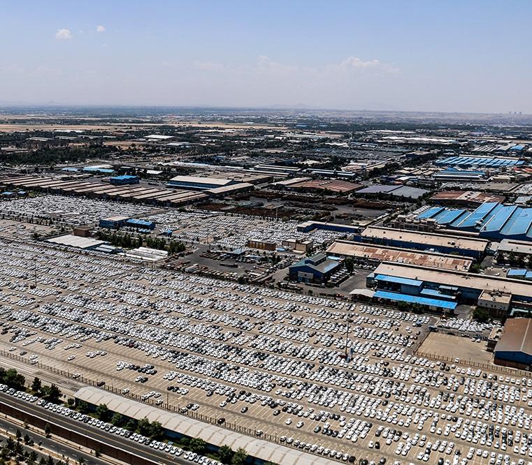 تصاویر هوایی از پارکینگ ایران خودرو: کسری قطعات، دلیل انباشت خودروها