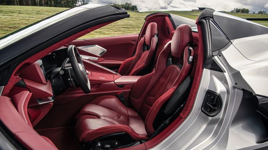 10 خودروی خارقالعاده که ما را به آینده امیدوار میکند 2020 Chevrolet Corvette Convertible MotorTrend Car of the Year 6