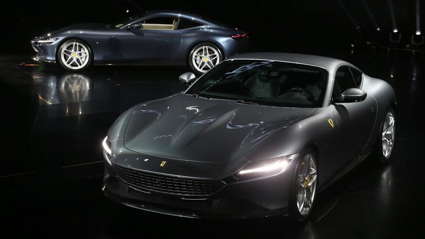 10 خودروی خارقالعاده که ما را به آینده امیدوار میکند Ferrari Roma debut group shot 2