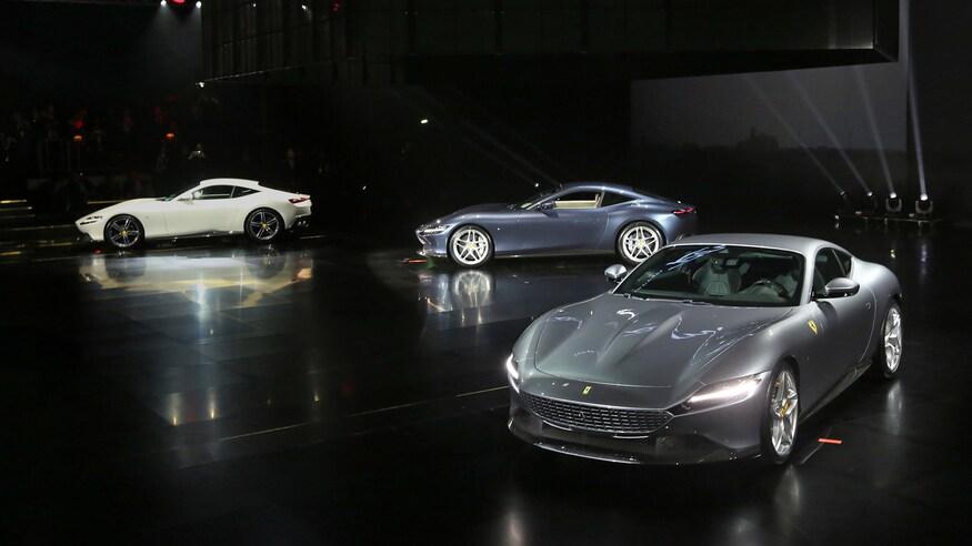 10 خودروی خارقالعاده که ما را به آینده امیدوار میکند Ferrari Roma debut group shot