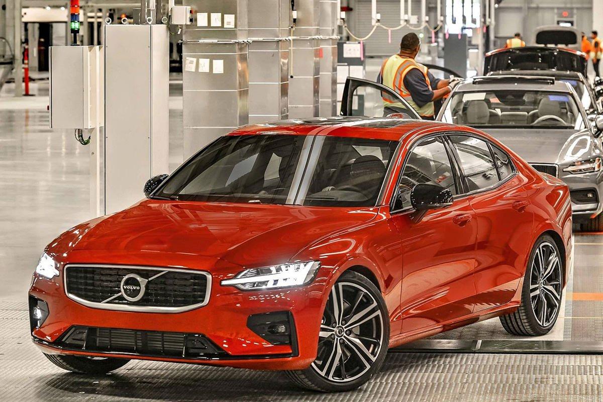 خودرو ولوو s60 / volvo s60 قرمز رنگ در حال خروج از خط تولید