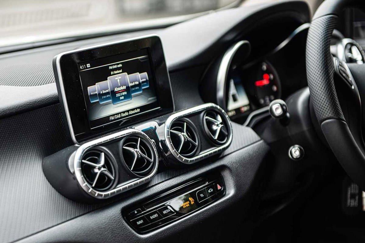 داشبورد و سیستم سرگرمی وانت پیکاپ مرسدس بنز کلاس X با تیونینگ خودرو کان دیزاین